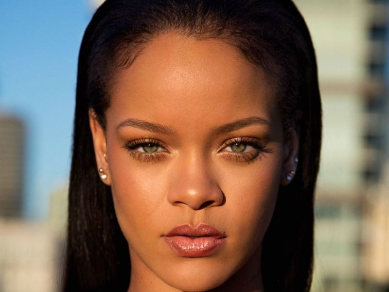 Rihanna attaque son oncle en justice !