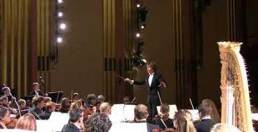 Une spectatrice se réveille en sursaut… en plein concert de musique classique ! Fou rire garanti !