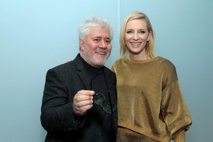 Cate Blanchett aux côtés de son prédecesseur à la présidence du jury du Festival de Cannes Pedro Almodovar, lors du lancement de la rétrospective du cinéaste espagnol au Moma à New York, le 29 novembre 2016