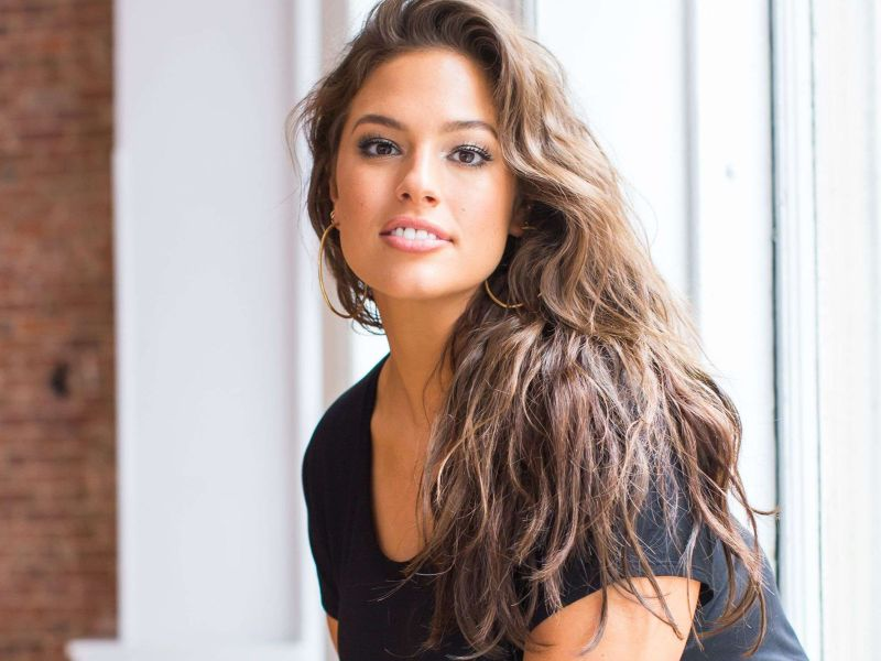 Ashley Graham seins nus : Son cliché sexy qui affole Instagram !