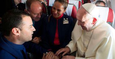 Le pape François célèbre un mariage… à 11 000 mètres d'altitude !