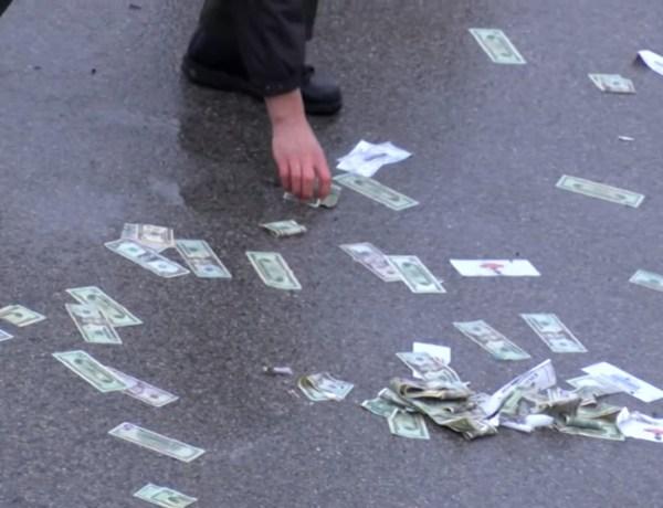 Quand il se met à pleuvoir des billets de banque sur une autoroute aux États-Unis!