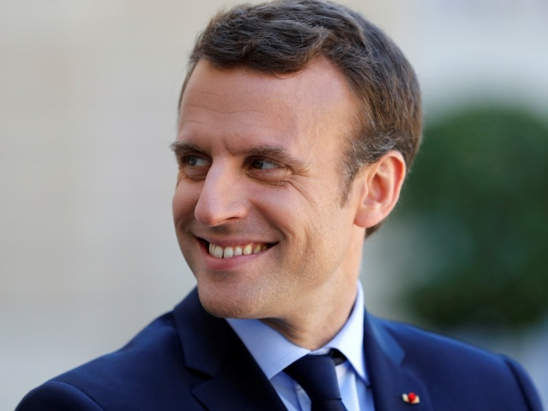 Emmanuel Macron remonte sur les planches