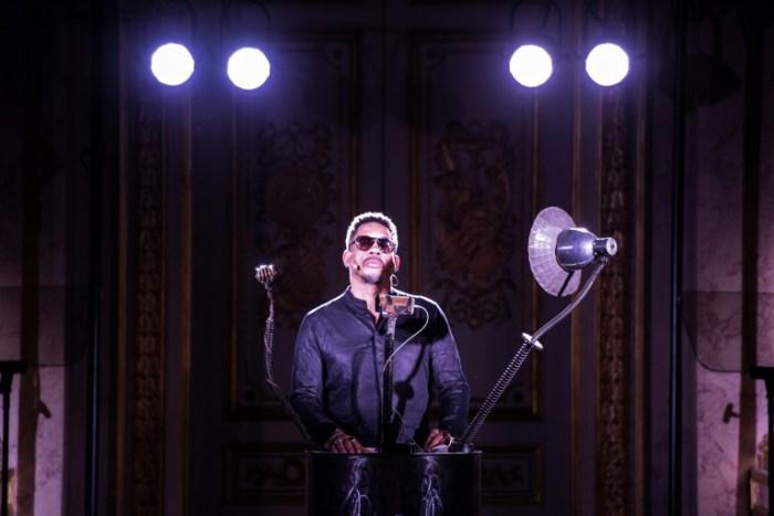 Joey Starr à l'hôtel de Lassay déclame devant les députés les grands discours de la pièce