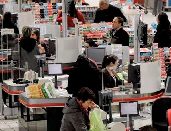 La caissière réduisait la note des courses des copains en ne scannant pas tous les produits