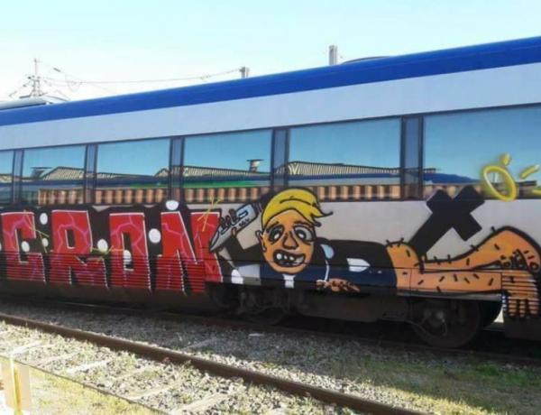Marseille : Qui a caricaturé Macron sur un TER, un crucifix dans les fesses ?