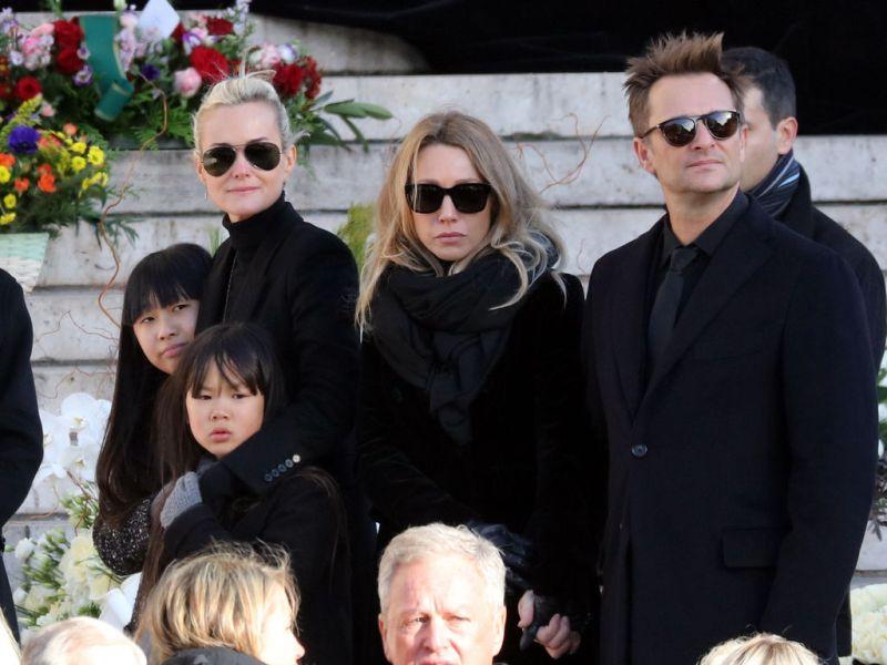 """Laeticia Hallyday contre-attaque : """"Après qu'ils ont appris que leur père était malade, David a attendu six mois pour venir et Laura quatre mois"""""""