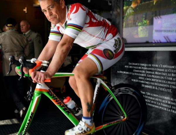 Il parcourt 3.165 kilomètres sur un vélo d'appartement !