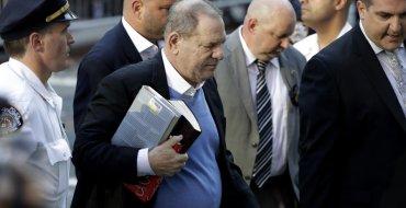 Harvey Weinstein inculpé d'un viol et d'une agression sexuelle : L'ancien producteur relâché sous caution d'un million de dollars