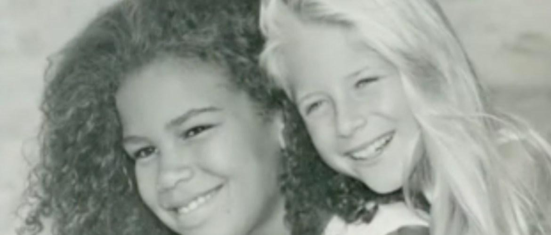 Un chirurgien esthétique opère ses deux filles adoptives depuis qu'elles ont 10 ans