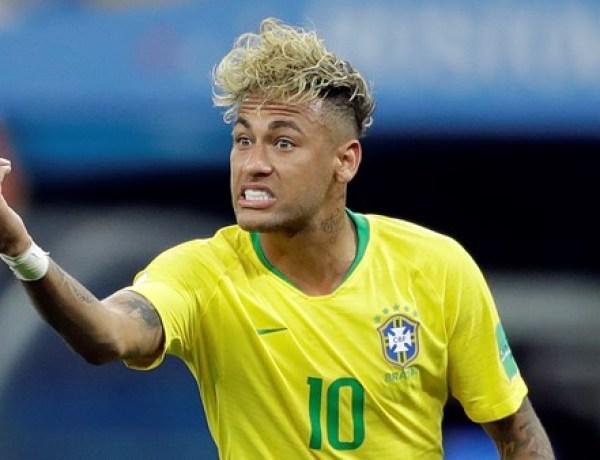 """<font color=""""#be075e"""" >Coupe du monde 2018 </font> : Neymar change (encore) de coupe de cheveux !"""