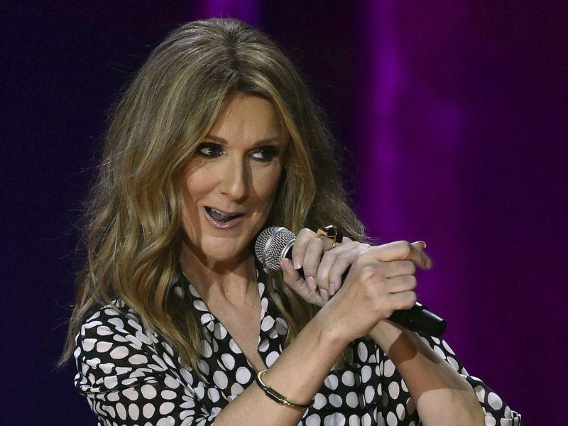 Céline Dion au top de sa forme: La chanteuse affiche ses gambettes de rêve!