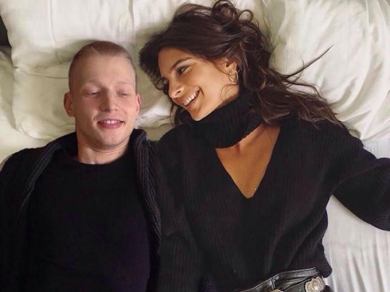 Emily Ratajkowski : Cet homme s'amuse à s'incruster sur les photos du mannequin et le résultat est hilarant !