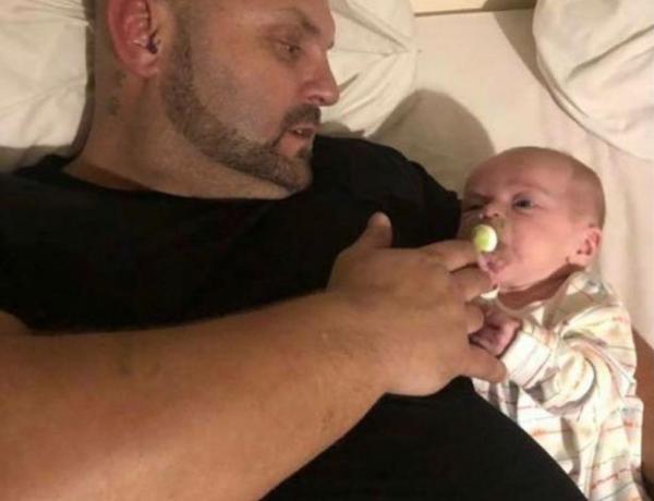 """<font color=""""#be075e"""" >Triste histoire </font> : Un père meurt avec son bébé de 8 mois dans les bras"""