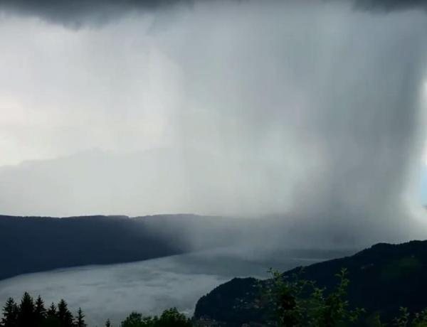 Autriche : L'incroyable vidéo d'un tsunami venu du ciel va vous bluffer