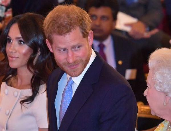 Quand le prince Harry fait rougir Meghan Markle… devant la Reine Elizabeth II !