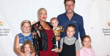 Quand Tori Spelling  tente de cacher son body post-grossesse!