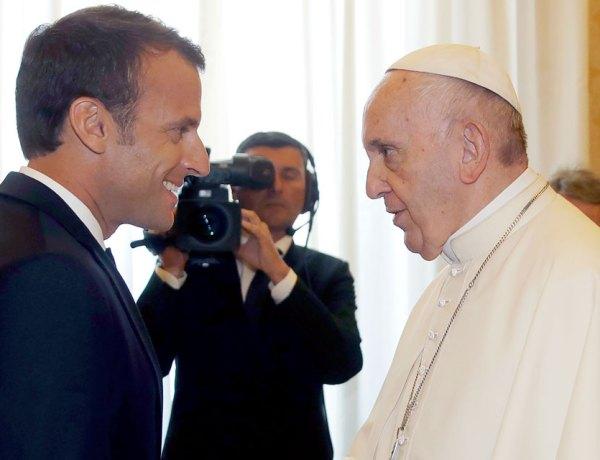 Emmanuel Macron face au pape François : Une rencontre entre petites blagues et accolades