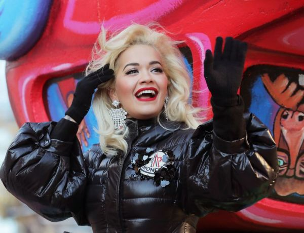 Fail ! Rita Ora prise en flagrant délit de play-back !
