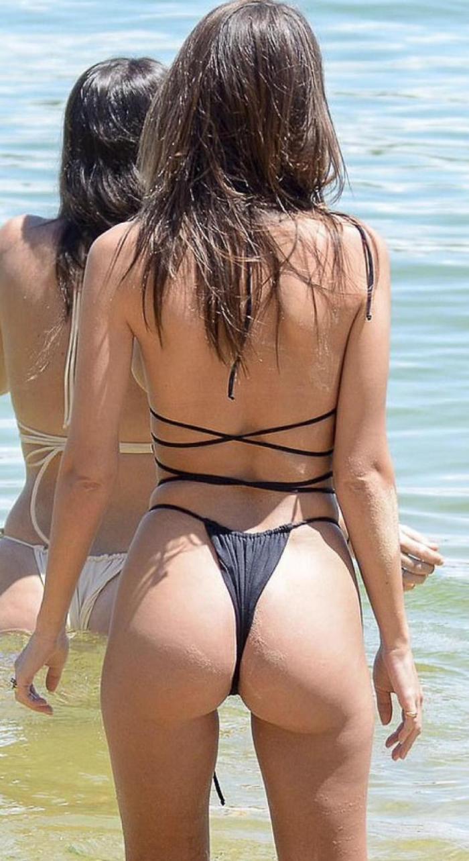 Emily Ratajkowski ne laisse rien à l'imagination dans un petit bikini noir