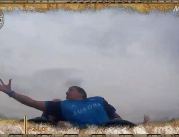 Réflexe : Il rattrape un smartphone en plein vol sur une montagne russe