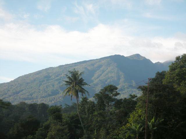 https://i0.wp.com/www.potlot-adventure.com/wp-content/uploads/2009/03/pemandangan-gunung-salak.jpg