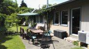 Südseite Hostel mit Terrasse