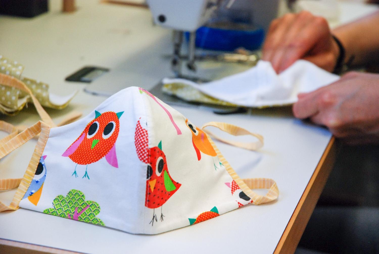 Schauspielhaus Bochum fertigt Gesichtsmasken, die von der Stadt verteilt werden