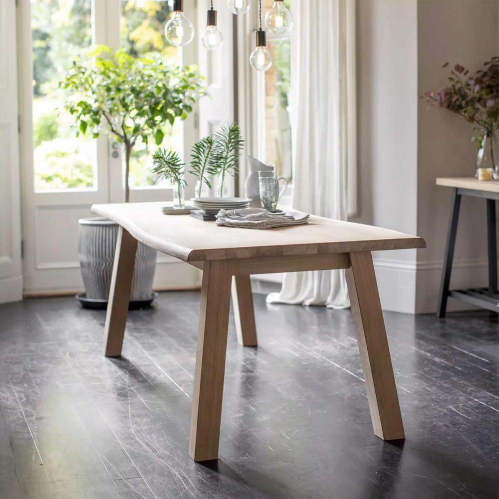 belle table en bois pour 8 personnes