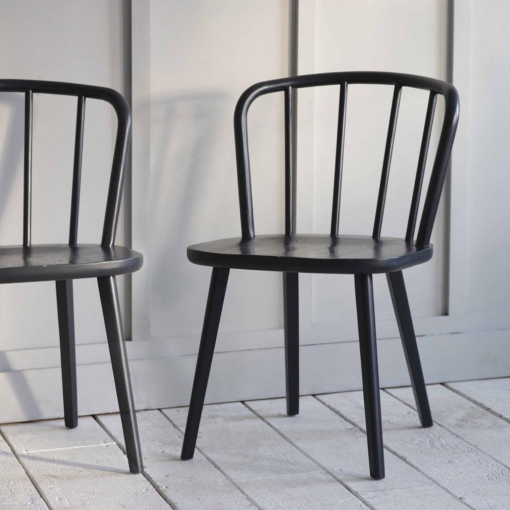 ensemble de 2 chaises en bois de frene noir pouf design
