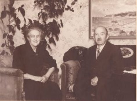 19 Anna og Simon i stuen 1949 sølvbryllup 19