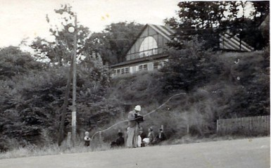 Lyngstrøm (bearb) fotograferer ved Nordenbro ca 1938