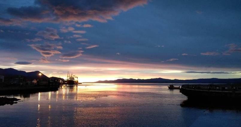 Levé de soleil sur le port d'Ushuaia avant notre départ matinal pour Puerto Natales. 1