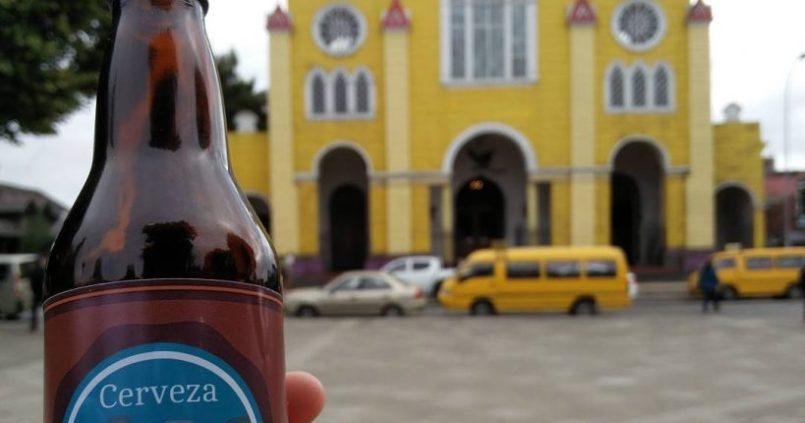Bière locale et église à Chiloé. 1