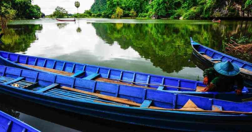 Maintenant place à la pirogue pour naviguer au milieu des rizières inondées 1