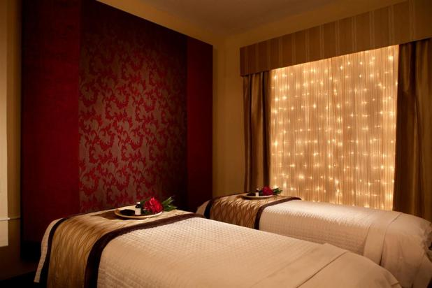 best-island-spa-treatment-room What Are The Best Salon & Spa Designs?