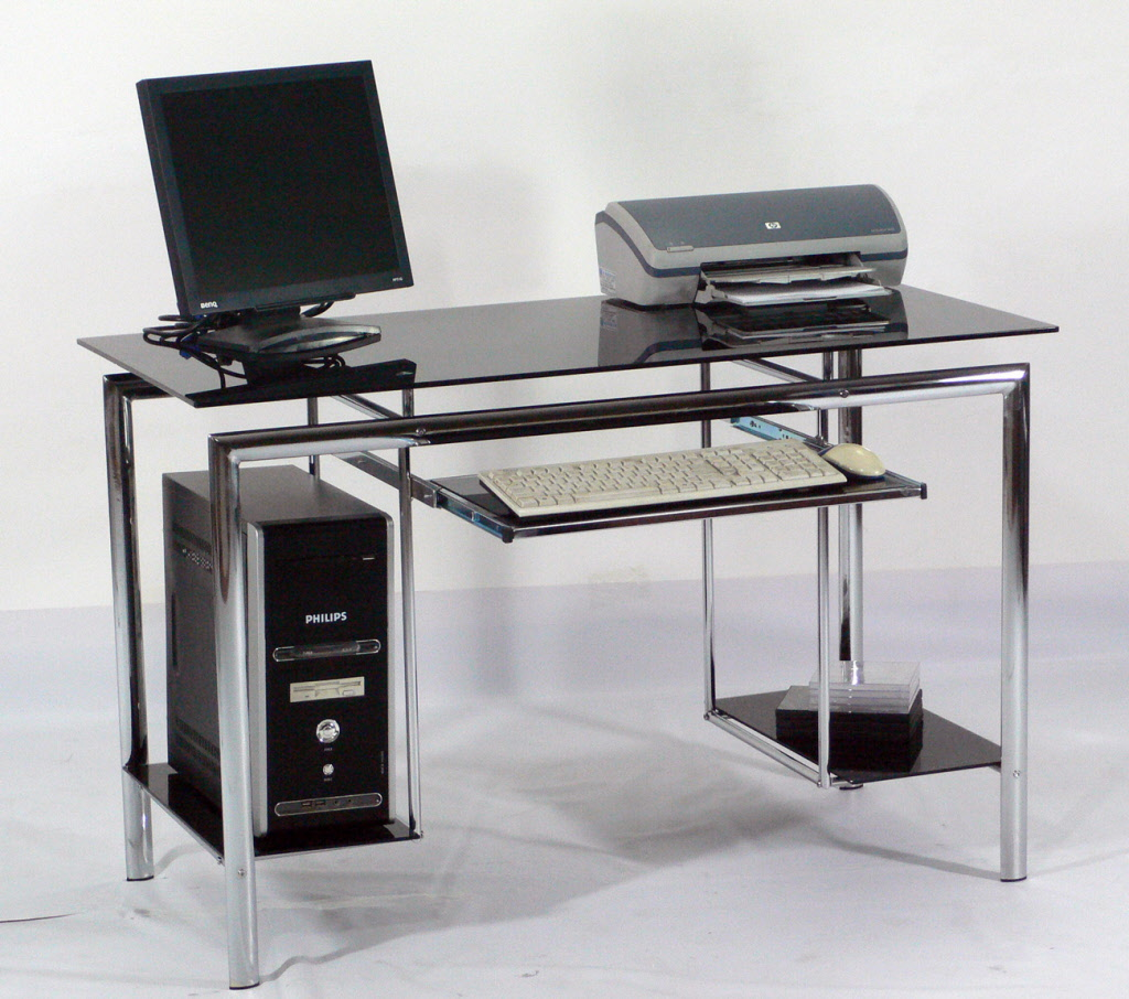 Why Glass Computer Desks Are The Trend of This Year