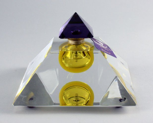 Les-Larmes-Sacrees-de-Thebe 10 Most Expensive Perfumes for Women in The World