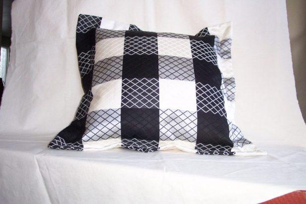 il_fullxfull.368996911_q83n 25 Elegant Black And White Dining Room Designs