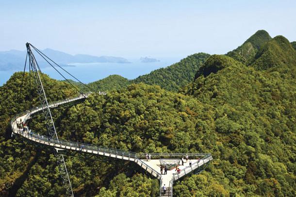21.-Lankawi-Sky-Bridge 18 Most Unique Bridges Of The World