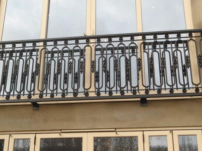 Juliette-Balcony-Woking-Surrey 60+ Thiết kế Lan can Tốt nhất cho Ban công Catchier