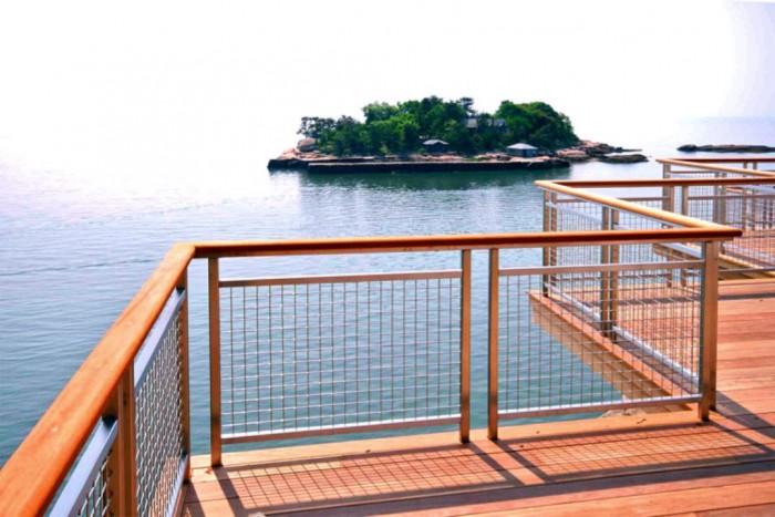wire_mesh_deck_railing_1_1344874639 Hơn 60 thiết kế lan can đẹp nhất cho ban công Catchier