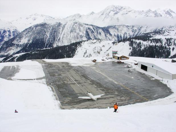 44633.adapt_.945.1 Top 10 Weirdest Airport in The World