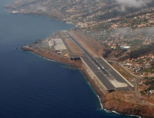 aeroporto_da_madeira_10 Top 10 Weirdest Airport in The World