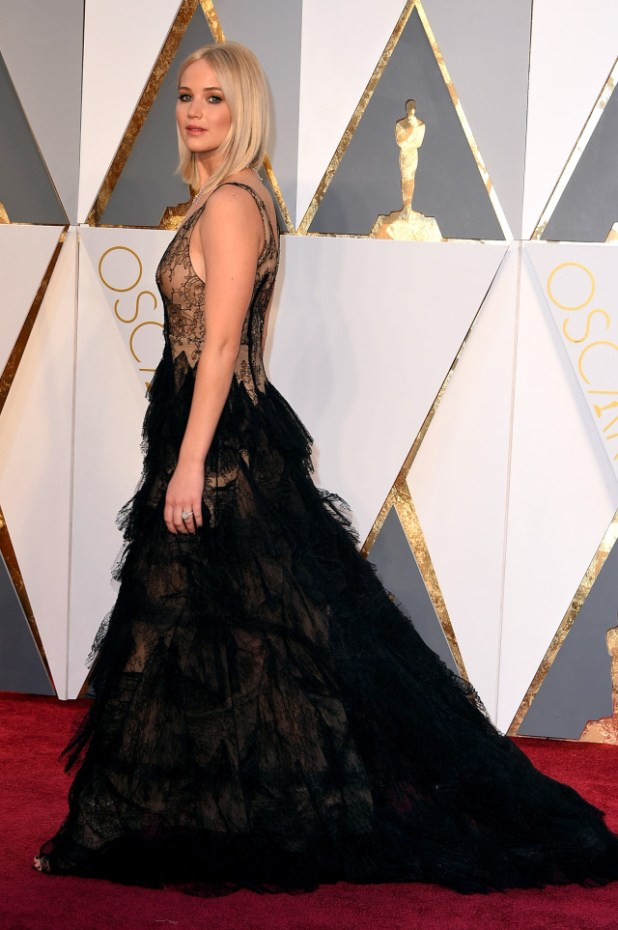 jennifer-lawrence-academy-awards-red-carpet-oscars-2016-61-640x963 Top Best 5 Red Carpet Looks in The 88th Academy Award