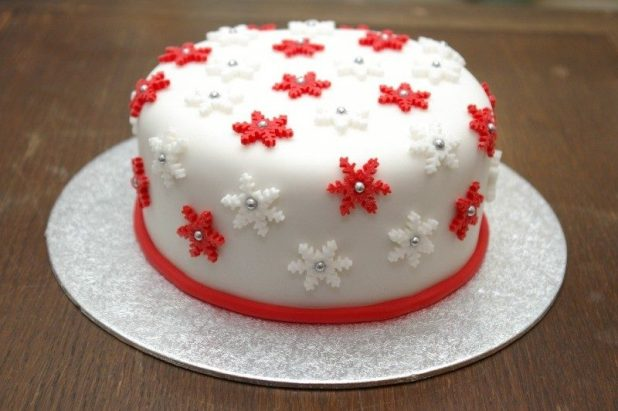 Christmas-Cake-Decoration-Ideas-2017-58 82 Mouthwatering Christmas Cake Decoration Ideas 2017