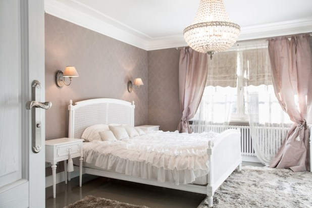 lavender-white-theme-pretty-bedroom-design 5 Stylish Bedroom Designs For Your Comfort