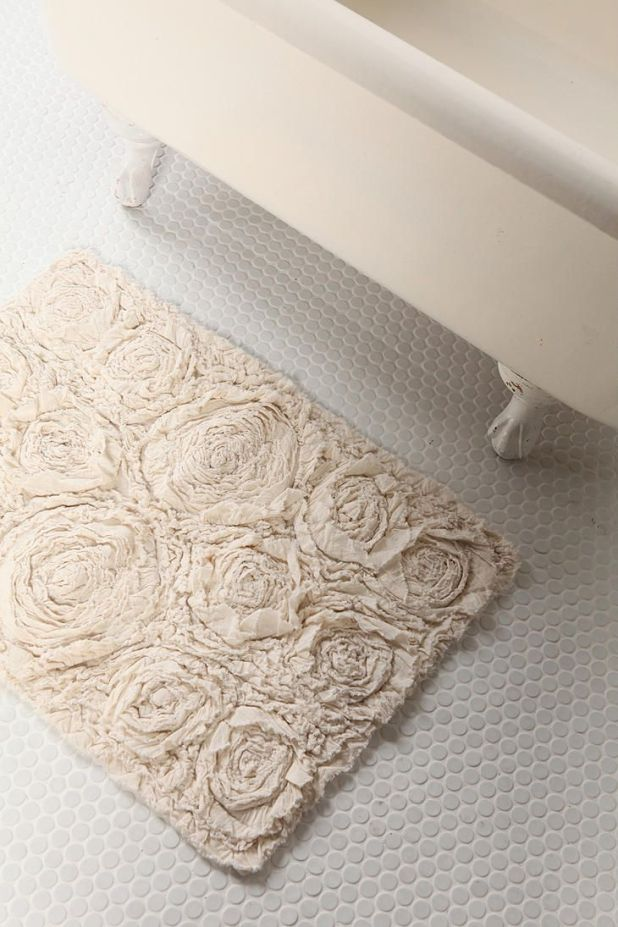 DIY-bath-rug2-675x1013 6 Easy DIY Bathroom Rugs