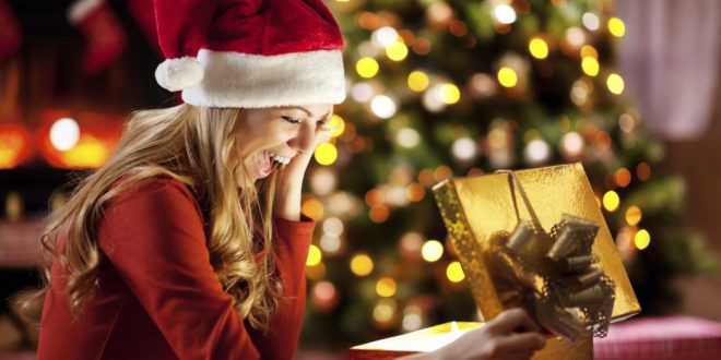 o-christmas-gifts-woman-facebook
