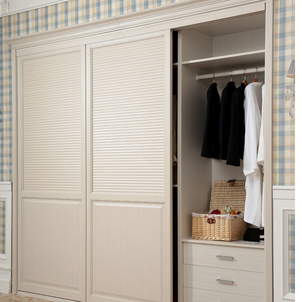 slatted-door-wardrob2 6 Brilliant Designs of Bedroom Wardrobes